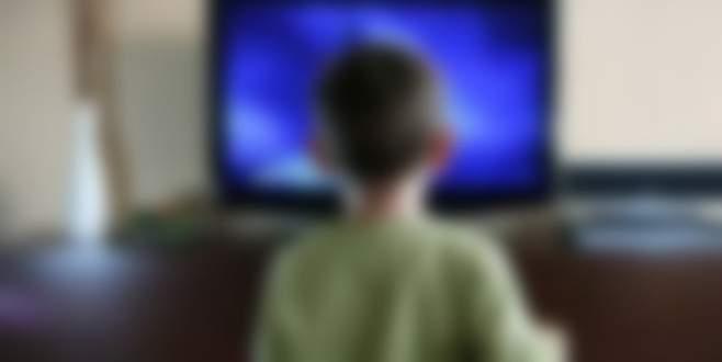 2 yaşındaki çocuk devrilen televizyonun altında can verdi!