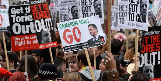 Cameron'ın istifasını isteyen protestocular Başbakanlığı kuşattı