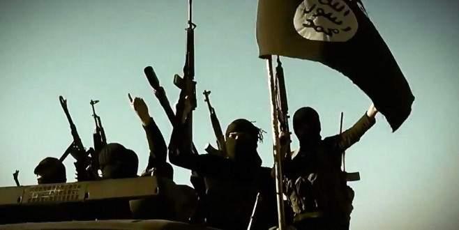 IŞİD sınır kasabasını ele geçirdi