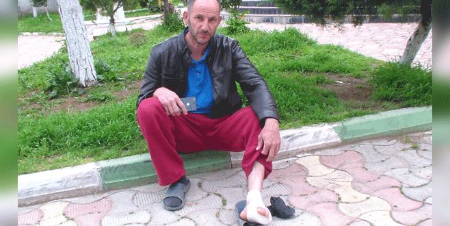 Bursa'da odun keserken ayağını kesti