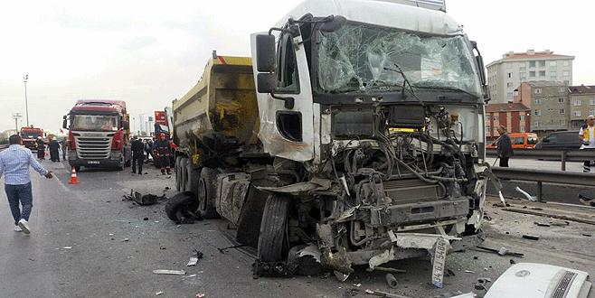 Korkunç kaza! 13 araç birbirine girdi