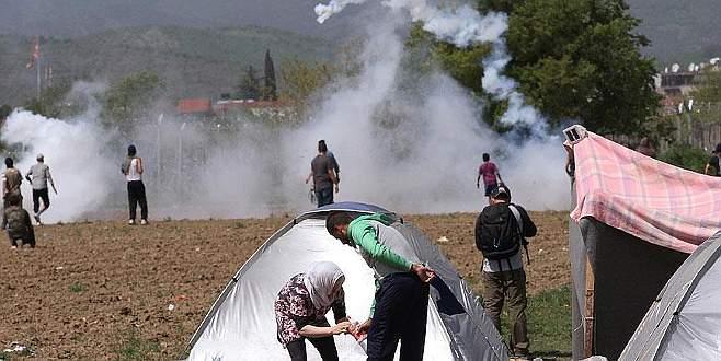 İdomeni'de sığınmacılar ile polis arasında gerginlik
