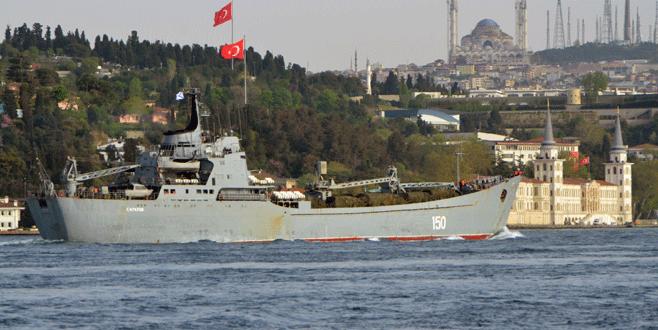 Boğaz'dan geçen Rus gemisinde dikkat çeken detay