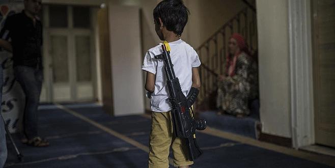 Oyuncak görünümlü silah ve çakmaklara yasak yolda