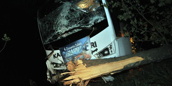 Bursa'da öğrencileri taşıyan otobüs kaza yaptı: 8 yaralı