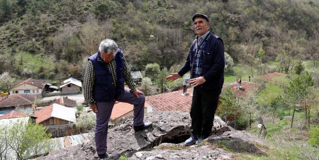 Düşen kayalar yüzünden köylerinin taşınmasını istiyorlar