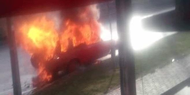Alev alan otomobildeki patlamalar saniye saniye kaydedildi