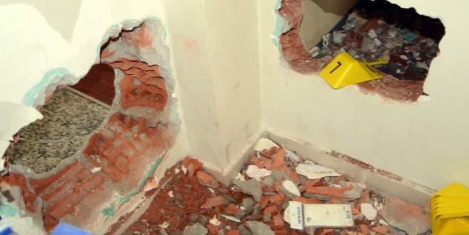 Duvarı delip yarım milyon liralık altını çaldılar