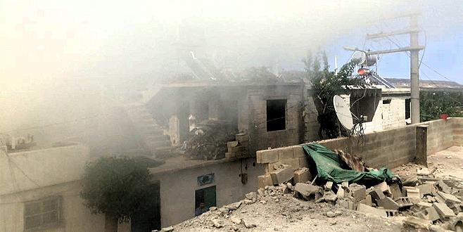 Kilis'e 3 roket atar mermisi düştü, bir evde yangın çıktı
