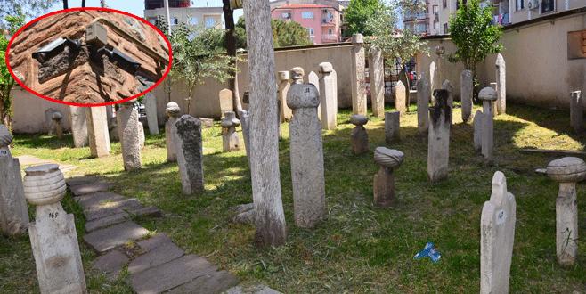 Tarihi mezarlıkta alarmlı, kameralı güvenlik