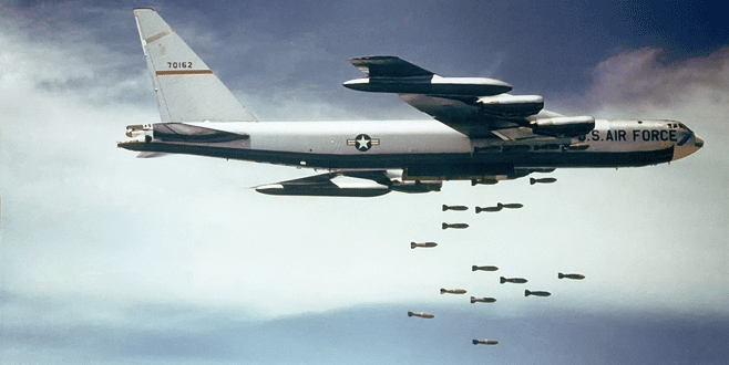 ABD, IŞİD'i B-52 uçaklarıyla vurdu