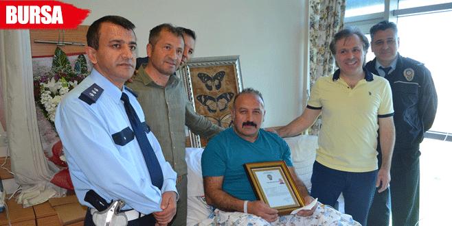 Başbakan'ın övdüğü gazi polise 'başarı belgesi' verildi