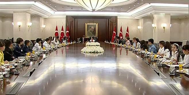 Davutoğlu, koltuğunu Reyhan Nur Ünlü'ye devretti