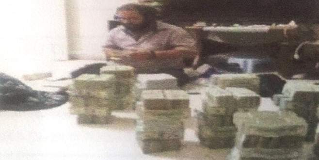 IŞİD'in petrol baronu dolarlarla görüntülenmiş