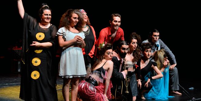 Nilüfer'de tiyatro şenliği sürüyor