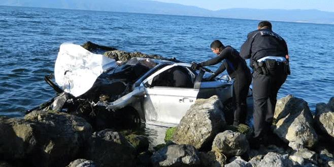 Bursa'da feci kaza: Otomobil denize uçtu