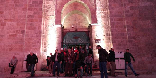 Bursalılar teröre inat Ulucami'ye akın etti
