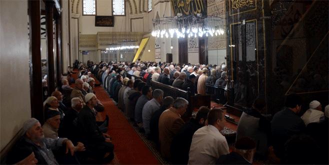 Bursalılar teröre inat Ulucami ve Hanlar Bölgesi'ne akın etti