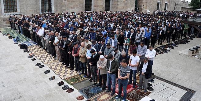 Bursalılar Ulucami'ye akın etti