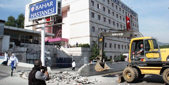 Hastanenin kaçak duvarı yıkıldı
