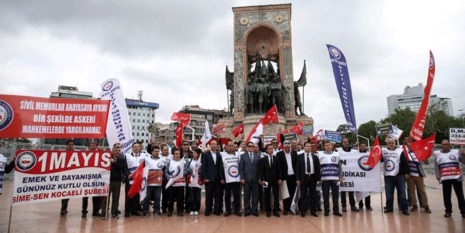 Türk-İş, Taksim'e çelenk bıraktı