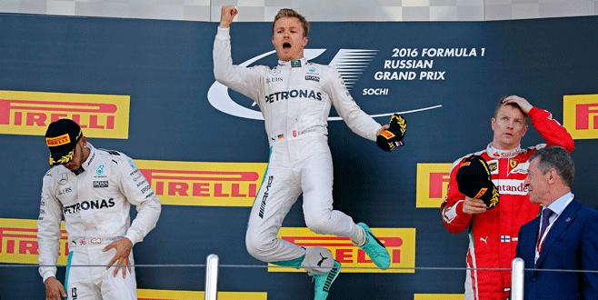 Rosberg yine güldü