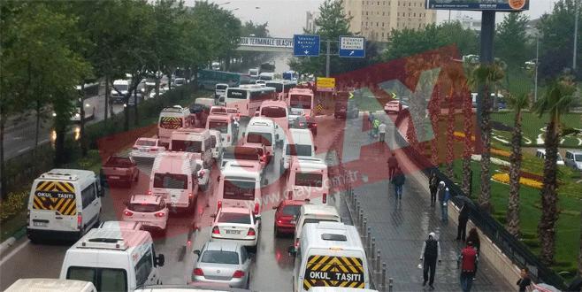 Bursa'da trafiği felç eden kaza!