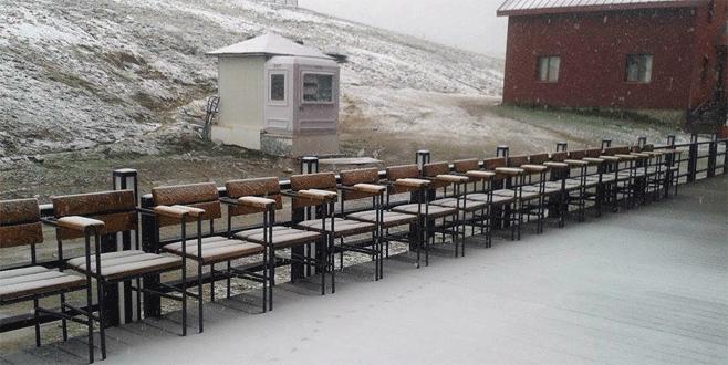 Uludağ'a mayıs ayında kar sürprizi