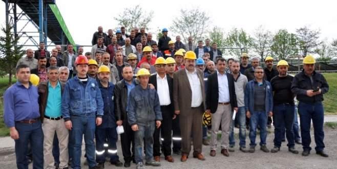 İşçiler daha fazla çalışmak için eylem yaptı!