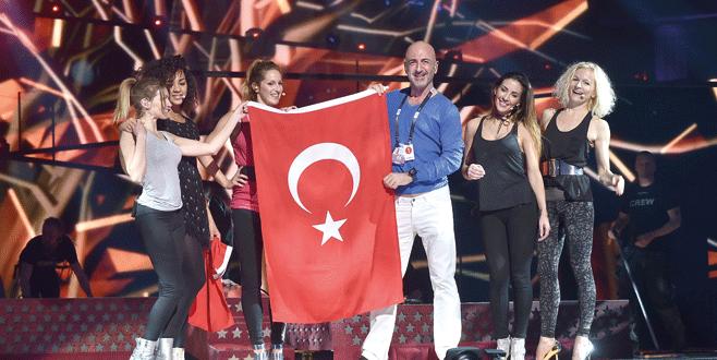 Türk bayrağıyla Eurovision'a