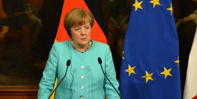 """Merkel'den """"Türk vatandaşlarına vizesiz Avrupa"""" yorumu"""