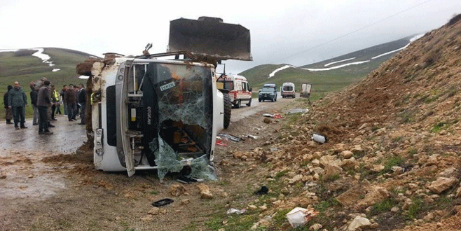Yolcu midibüsü devrildi: 25 yaralı