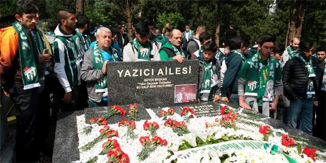 Bursaspor'un efsane başkanı mezarı başında anıldı
