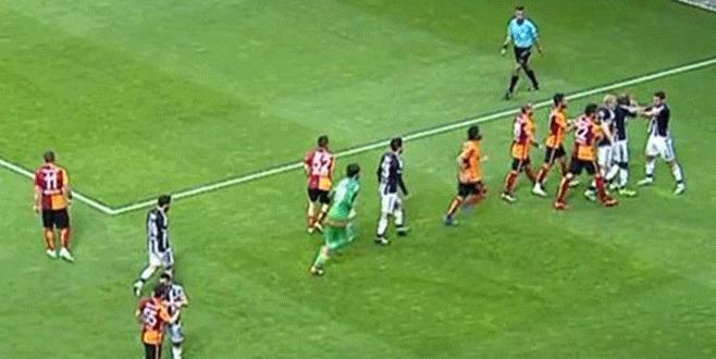 Galatasaray-Beşiktaş derbisinde ortalık karıştı!