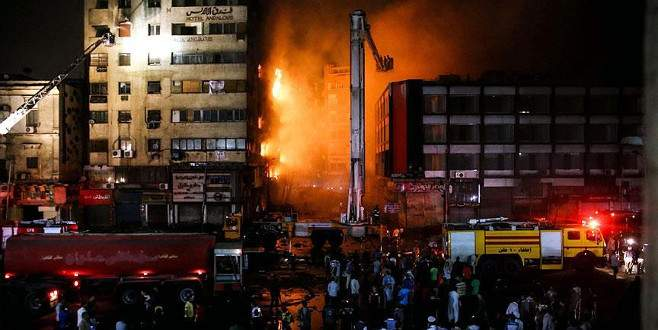 Mısır'da çarşı ve otelde yangın