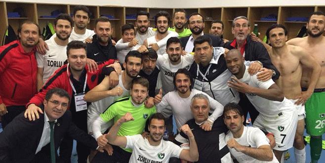 Mustafa Keçeli futbolu bırakıyor