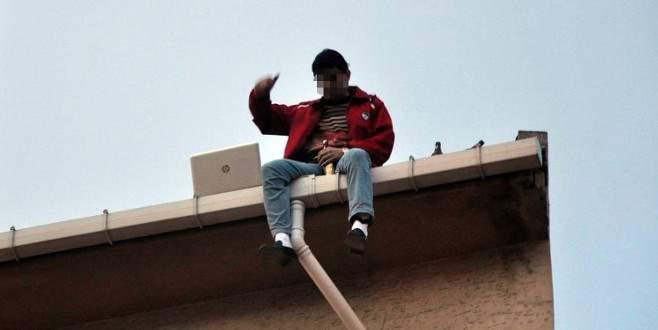 Çatıda laptoptan film izledikten sonra…