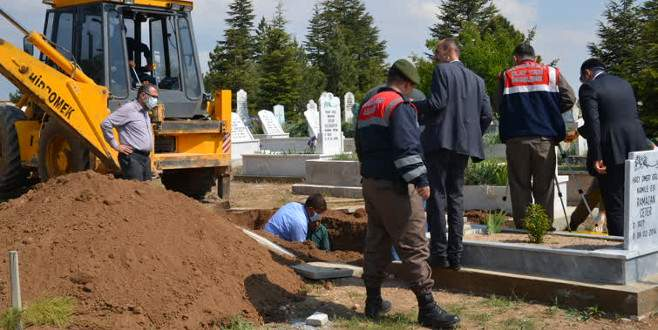 Cinayet şüphesi mezar açtırdı