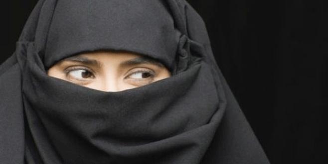 Kocasının SMS'lerini okudu sınırdışı edildi
