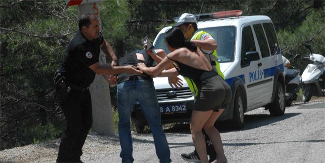 Kaza yaptıktan sonra nişanlısına saldırdı