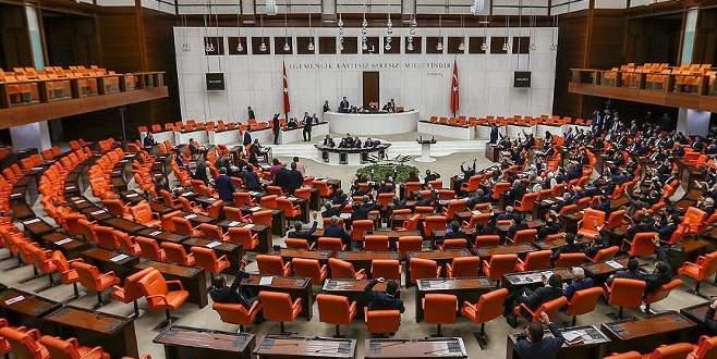 AK Parti'nin dokunulmazlık teklifi Meclis'ten geçti