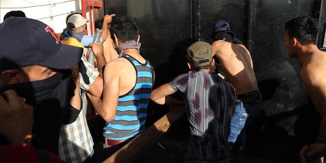 Irak'ta Sadr yanlıları parlamento binasını bastı