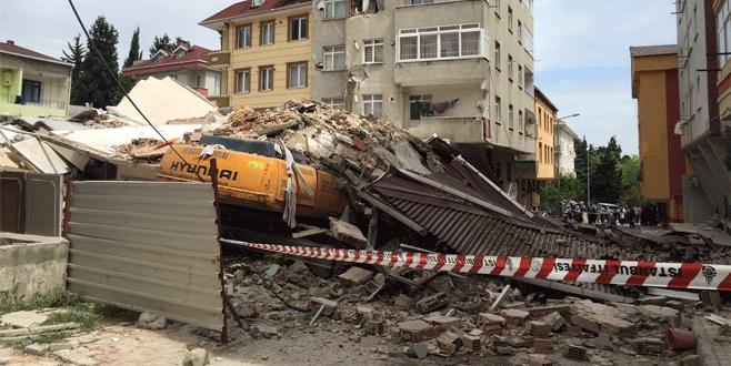 Tahliye edilen 7 katlı apartman büyük gürültüyle çöktü