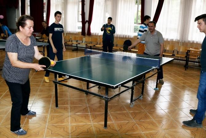 Edremit'teki 'Masa Tenisi Şenligi' İlgi Topladı