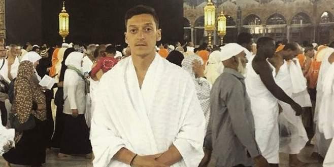 Mesut Özil umre yaptı