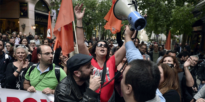 Kemer sıkma karşıtı SYRIZA 'vergi yağmuru'na 'Evet' dedi