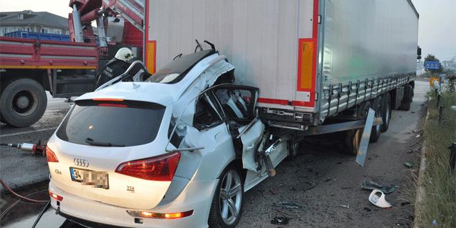Bursa'da feci kaza: Park halindeki TIR'a arkadan çarptı