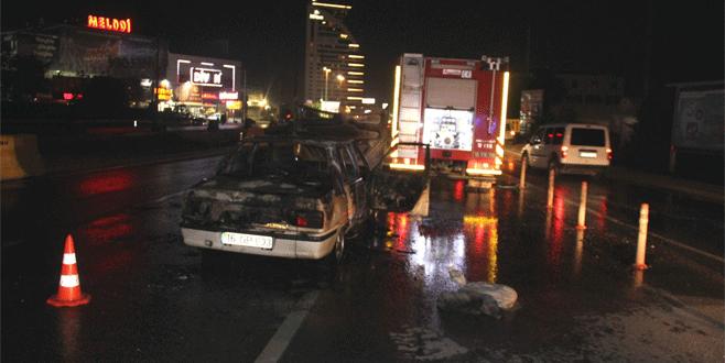 Bursa'da seyir halindeki araç alev topuna döndü