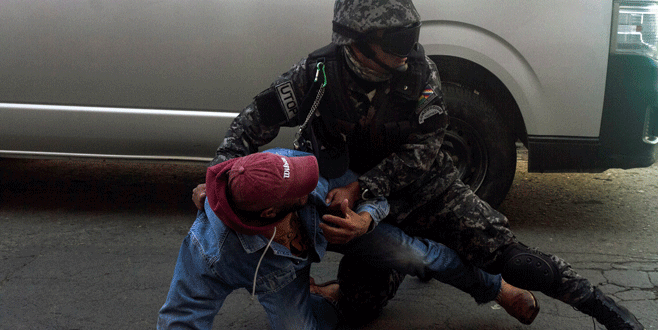 Polis engellilere acımadı