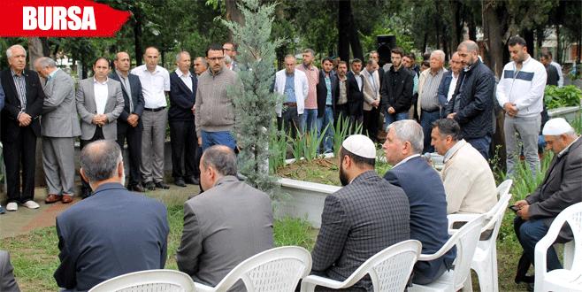 Bursa'nın şehit başkanı kabri başında anıldı